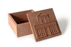 Santa Maria Novella. Scatola in legno di pero dim.15x15x8cm.