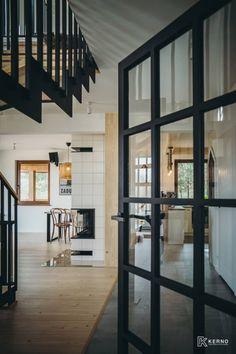 Drzwi loftowe drewniane LumoClassic to nasz technologiczny ukłon w stronę tradycyjnego rzemiosła. #loft #fromPodlasiewith❤️ #kerno #drzwiloftowe #drzwiloftowedrewniane #białystok #drzwi #doors #woodendoors #design #architecture #architecturelovers #love #nature #drewno #woodworking #home #homedecor #homedesign #homesweethome #interiordesign #drzwibialystok #lumoclassic #drzwiindustrialne #poland #polska #warszawa #design #polishdesign #architektura #carpentry #drzwiloftowe Divider, Stairs, Room, Furniture, Studio, Instagram, Home Decor, Living Room, Bedroom