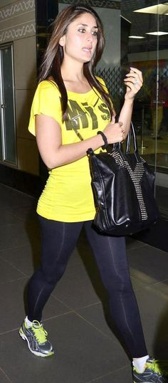 Kareena Kapoor Spotted Outside Mumbai International Airport. | Bollywood Cleavage