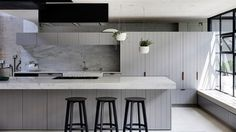 Industrial & elegant: This award-winning kitchen made us swoon - The Interiors Addict American Kitchen Design, Interior Design Awards, Interior Styling, Design Apartment, Attic Apartment, Attic Rooms, Attic Bathroom, Cuisines Design, Style At Home