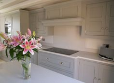 Tom Howley kitchen with Silestone work tops (Yukon)