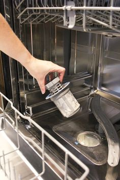 dishwasher cleaning How to remove and clean your dishwasher filter Diy Dishwasher Cleaner, Dishwasher Filter, Cleaning Your Dishwasher, Diy Home Cleaning, Household Cleaning Tips, Household Cleaners, Cleaning Recipes, Diy Cleaners, Cleaners Homemade