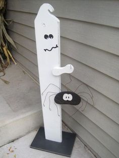 I am always looking to expand my outdoor Halloween decoration collection. At the same time I am in love with wood crafts that use up nubs a...