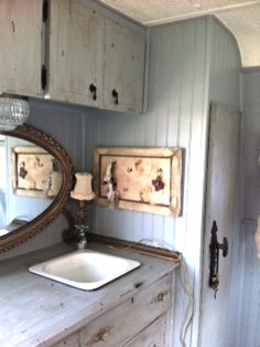 I LOVE this shabby trailer!