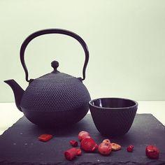 Żeliwny, japoński dzbanek do herbaty, 750ml #tea #teaandme #blacktea #greentea #tealover #ilovetea #ilovecoffee #herbata #herbaty #akcesoria #kawa #palarniakawy #krakow #sklep #internetowy #ikawka @ikawka.pl