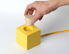 Rádio Plugg de Skrekkøgle - Design Atento