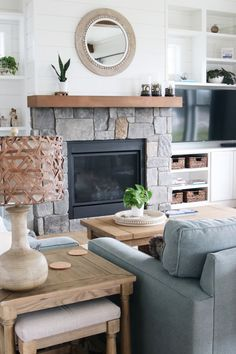 How to Make Your Home Feel Ready for Spring Simple Living Room, Home Living Room, Living Room Decor, Small Living, Coastal Farmhouse, Farmhouse Style, Beach House Tour, Living Room Trends, House Rooms