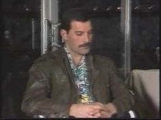Interview with Freddie Mercury (April Australia) Look carefully at Fred sneaks the middle finger. Oh Freddie! Mr Fahrenheit, Queen Videos, Dry Humor, Best Rock Bands, Interesting Conversation, Queen Freddie Mercury, Queen Band, Brian May, John Deacon