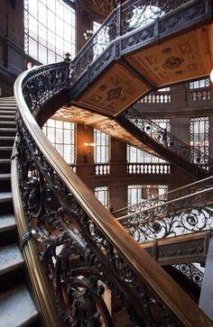 Escaleras del Museo Nacional de Arte en la Ciudad de México.