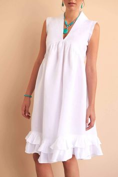 Fácil Blanco is proudly designed and tailored in Dubai from Italian linen. Simple Dresses, Nice Dresses, Casual Dresses, Fashion Dresses, Edgy Dress, Chic Dress, Maternity Dresses Summer, Summer Dresses, White Linen Dresses