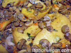 Seitan con champiñones. Seitan ai funghi champignon. Seitan with champignon mushrooms.