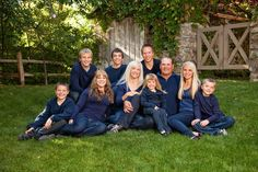 Lovely Large Family Photography Ideas - not a fan of the color combo, but cute pose Large Family Pictures, Large Family Portraits, Large Family Poses, Family Portrait Poses, Fall Family Photos, Family Posing, Family Pics, Portrait Ideas, Large Families