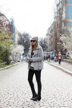 . Chaqueta / Jacket: Ganni (more HERE)  . Jersey / Jumper: Urban Outfitters (old)  . Botines / Boots: Uterqüe (HERE)  . Gorro / Beanie: COS  . Bolso / Bag: And Other Stories  . Gafas / Sunnies: Lanvin for H&M