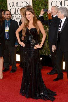 Globos de Oro 2013: La alfombra roja. Sofia Vergara, puro sexy con un vestido negro con falda vaporosa y cuerpo de lentejuelas palabra de honor.