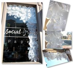 I am simply obsessed, there is no other word!  I love these gigantic huge paper flowers!