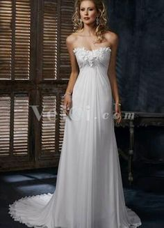 I'm in love with this wedding dress!!! Def. will be having a flowing wedding dress!!!