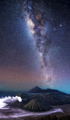 Stunning photos capture the Milky Way arching over volcanoes These photos, taken by Steve Lance Lee around Malaysia and East Java Indonesia, show stunning starscapes over volcanoes. The Milky Way gala Landscape Photography Tips, Landscape Photos, Nature Photography, Photography Aesthetic, Aerial Photography, Night Photography, Beautiful Sky, Beautiful Landscapes, Digital Foto