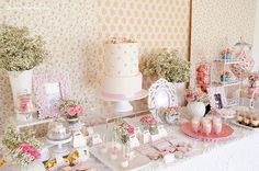 The theme was shabby chic, with many little flowers and pink being the dominant color