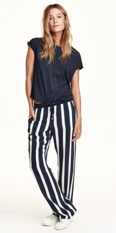 Easy take on the loose striped pants look. Tie at the elastic waist. Shown with loose navy cap sleeved tee shirt. Just hangin' around. Wide Leg Trousers, Style Casual, My Style, Uk Street Style, Pantalon Large, Ootd, Petite Fashion, Women's Fashion, Outfits