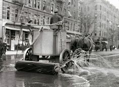 A Horse-Powered Street Sweeper, New York City, 1907 | #NYC #NY   I wonder if they had alternate side parking.