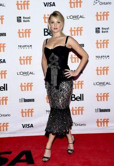 Herečka Jennifer Lawrence v šatách Dolce...