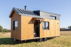 Tiny House Skimfo - L'Atelier Des Rêves Tiny House, Shed, Outdoor Structures, Diy Sauna, Deco, Tiny Houses, Decor, Deko, Decorating
