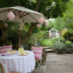 Garden design ideas for every outside space. Be inspired by pictures and guides for making the most of your garden, patio and decking Small Gardens, Outdoor Gardens, Patio Furniture Sets, Furniture Ideas, Furniture Design, Parasol, Outdoor Rooms, Outdoor Living, Backyard Patio