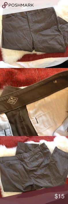 "St. John's Bay Cropped Pants Waist 17.5"" laid flat Inseam 19 St. John's Bay Pants Ankle & Cropped"