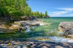 Beautifuly clear Lake Superior cove