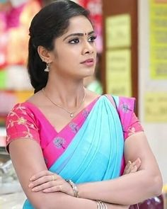 Beautiful Girl Indian, Most Beautiful Indian Actress, Beautiful Saree, Beautiful Face Images, Bridal Hair Buns, Actress Pics, Indian Beauty Saree, India Beauty, Bun Hairstyles