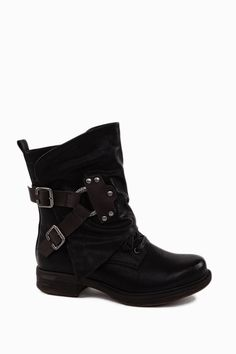 Trendy Biker Boots With Contrast Brown Straps  http://jessyss.com/shoes/ankle-boots/1352501800.html?barva=