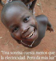 Una sonrisa mantiene viva la llama de la felicidad que produce el compartir, pues nadie logra ser suficientemente feliz aislado de los demás y encerrado en sí mismo. Danos like en Facebook: https://www.facebook.com/valoresparatodalavida