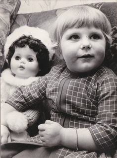 OLD PHOTO CHILDREN YOUNG GIRL PORCELAIN POT DOLL FASHION CLOTHING 0.99+1
