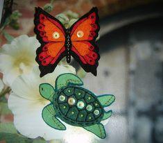 Tortuga y Mariposa de fieltro enviados a maria-molinaes en el swap de broches