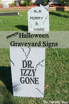 Diy halloween decorations 22729173094934109 - DIY Halloween Graveyard Signs PLUS 40 other Halloween Crafts and Recipes Source by smrtscholhouse Diy Halloween Graveyard, Halloween Outside, Halloween Camping, Halloween Tombstones, Halloween Yard Decorations, Homemade Halloween, Halloween Signs, Outdoor Halloween, Halloween Projects