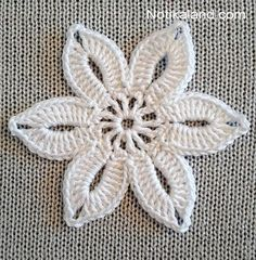 This Easy Crochet Flower For Beginners Is So Cute! [Free Pattern] – Knit And Crochet Daily This Easy Crochet Flower For Beginners Is So Cute! Crochet Headband Pattern, Crochet Flower Tutorial, Crochet Flower Patterns, Flower Applique, Crochet Designs, Knitting Patterns Free, Crochet Flowers, Free Pattern, Crochet Leaves