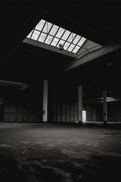 selective focus photography of white and black building Terrain Constructible, Garage Pictures, Black Building, Gothic Buildings, Dark House, New Background Images, Concrete Building, Bjork, Focus Photography