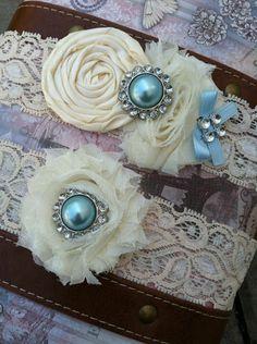 Liga de novia con detalles en azul que por supuesto no deben faltar.