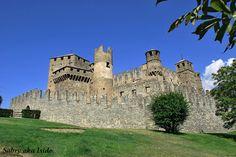 Il #Castello di Fènis, Valle d'Aosta - www.BedAndBreakfastItalia.com #Italy