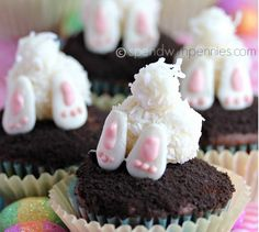 Bunny Butt Easter Cupcakes 1 Decorating for Easter should be easy and fun—not a compl. These are just too adorable! Easter Bunny butt cupcakes - easy and fun to make! These will be a hit this Easter. Bunny desserts ideas for Easter fun for Easter recipe Easter Cupcakes, Easter Cookies, Easter Treats, Easter Food, Easter Decor, Easter Bunny Cake, Easter Centerpiece, Easter Eggs, Easter Baking Ideas