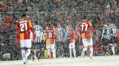 Galatasaray and Juventus players leave the pitch.