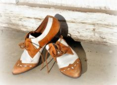 True Vintage Style Brown and White Leather Oxford Lace up Shoes.