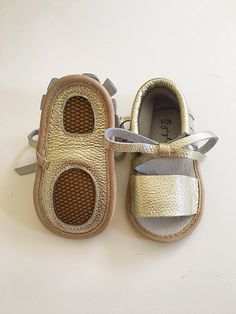 Baby Moccasins, Girl Moccasins, Baby Girl Shoes, Baby Girl Sandals, Baby Sandals, Gold Moccasins, Baby Shower Gift, Gold Sandals, Summer Sandals for the babes
