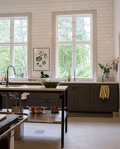 The kitchen at @villastromsfors is wonderful! New blog post up on #mylovelythings #interior #interiör #bloggare #stylist #sekelskifte #villaströmsfors