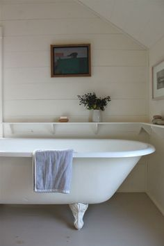 Our first apartment had a tub like this - there's never been a better tub for baths!