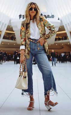 Spiffy Fashion let's Bring Back The Chain Belts - Elegant Wears Blazer Floral, Moda Streetwear, Streetwear Fashion, Amy Jackson, Miroslava Duma, Olivia Palermo, New Outfits, Casual Outfits, Glamour Vintage