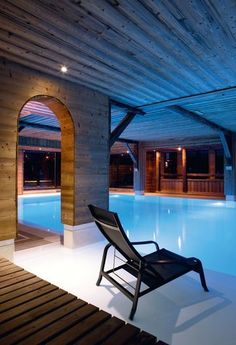 Swiming pool and spa in a chalet