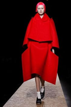 Comme des Garcons:Beautiful , complicated volume that still shows the body