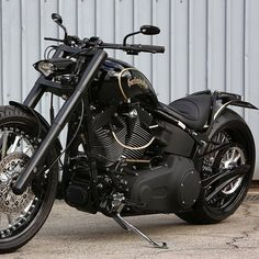 Custom Harley Davidson.....about the only one in a few I actually like.. in not a Harley person.this bike is nice looking though!