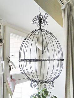 Diy Bird Cage, Steel Art, Iron Wire, Chicken Wire, Wire Crafts, Wire Baskets, Diy Arts And Crafts, Wire Art, Bird Houses